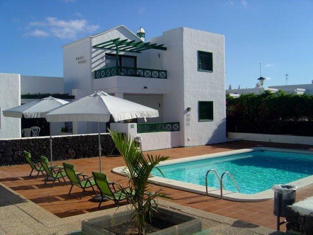 Apartment and pool area - Las Palmeras II Complex, Puerto del Carmen, Lanzarote